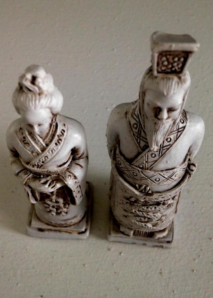 Oriental figurines of man and woman